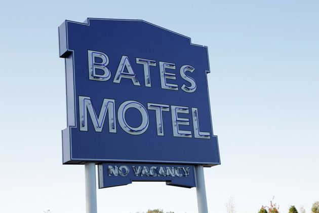 02-the-bates-motel-sign.jpg