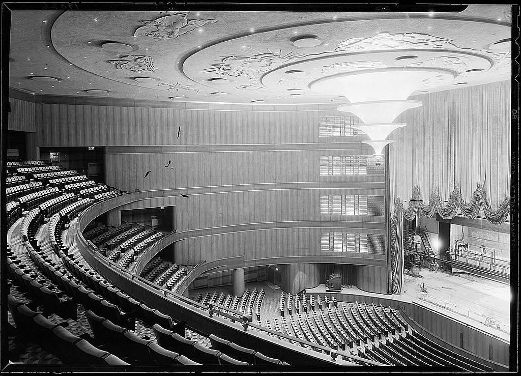independent-movie-palace-Roxy-Theatre-New-York_interior_LOC_05843v.jpg