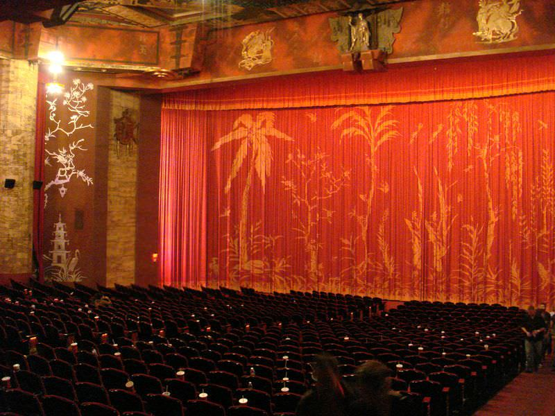 independent movie palace_Grauman's2_Chinese Theater_interior_photo by Bobak Ha'Eri-Wikipedia_Creative Commons
