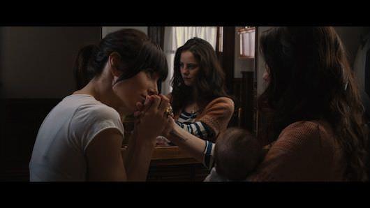 A complicated bond between Linda (Jessica Biel) and Emmanuel (Kaya Scodelario)