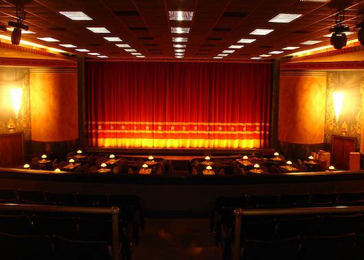 Commodoe-Movie-Interior.jpg