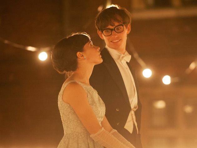 (L to R) Felicity Jones stars as Jane Wilde and Eddie Redmayne stars as Stephen Hawking. Photo Credit:  Liam Daniel / Focus Features