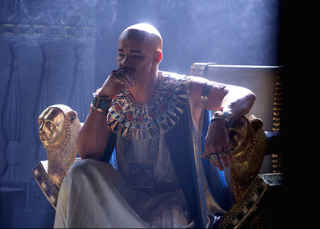 Joel Edgerton stars as Ramses, contemplating his troubles with Moses, looking good with black eyeliner. Courtesy 20th Century Fox.