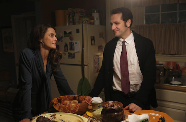 "THE AMERICANS -- ""Dimebag"" Episode 304  Pictured: (L-R) Keri Russell as Elizabeth Jennings, Matthew Rhys, Philip Jennings. CR: Craig Blankenhorn/FX"