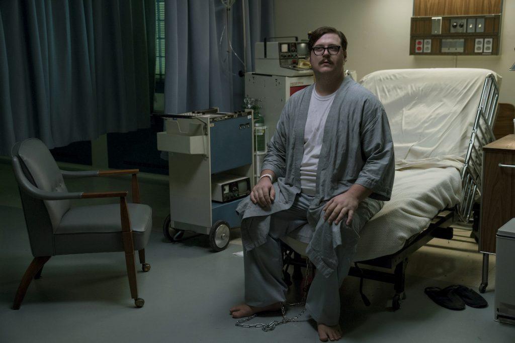 Cameron Britton in MINDHUNTER. PHOTO CREDIT: Merrick Morton/Netflix