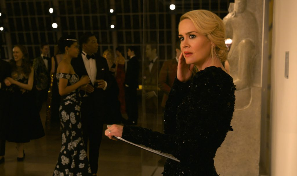 """Caption: SARAH PAULSON as Tammy in Warner Bros. Pictures' and Village Roadshow Pictures' """"OCEANS 8,"""" a Warner Bros. Pictures release. Copyright: © Warner Bros. Entertainment, Inc."""