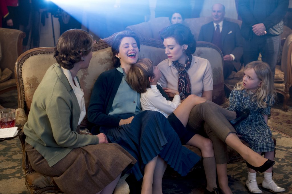 The Crown - Queen Mum, Elizabeth, Charles, Margaret, Anne - The family enjoying Philip's videos from Antarctica. Photo by Alex Bailey / Netflix