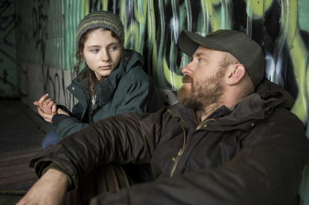 (l to r.) Thomasin Harcourt McKenzie as Tom and Ben Foster as Will star in Debra Granik's LEAVE NO TRACE, a Bleecker Street release. Credit: Scott Green / Bleecker Street
