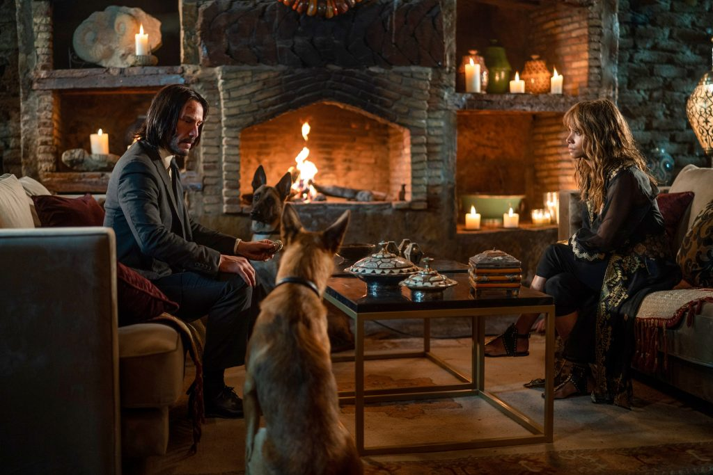 John (Keanu Reeves) and Sofia (Halle Berry) in JOHN WICK 3: CHAPTER 3 - PARABELLUM.