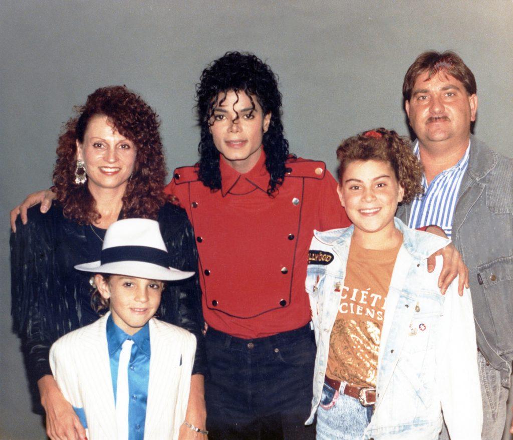 oy Robson, Wade Robson, Michael Jackson, Chantal Robson, Dennis Robson (1990). photo: Dan Reed/HBO