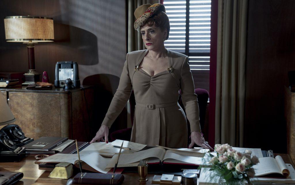 HOLLYWOOD: PATTI LUPONE as AVIS AMBERG in Episode 105 of HOLLYWOOD Cr. SAEED ADYANI/NETFLIX © 2020