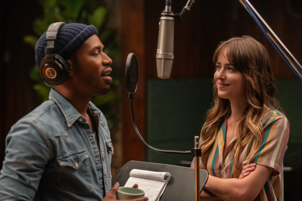 Kelvin Harrison Jr. stars as David Cliff and Dakota Johnson as Maggie Sherwoode in THE HIGH NOTE, a Focus Features release. Credit: Glen Wilson / Focus Features