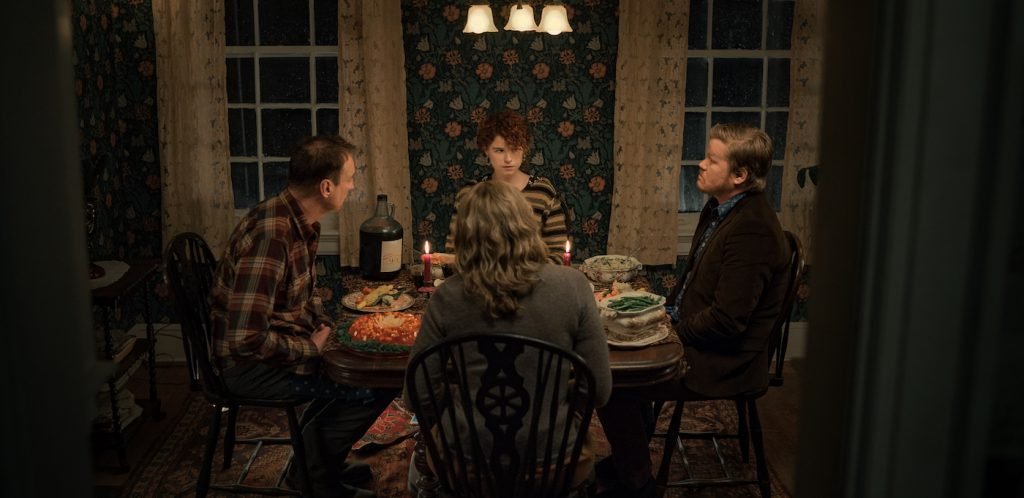Im Thinking Of Ending Things. David Thewlis as Father, Jessie Buckley as Young Woman, Toni Collette as Mother, Jesse Plemons as Jake in Im Thinking Of Ending Things. Cr. Mary Cybulski/NETFLIX © 2020