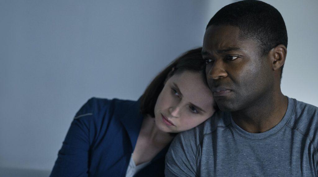 THE MIDNIGHT SKY (2020): Felicity Jones as Sully and David Oyelowo as Commander Tom Adewole. Cr. Philippe Antonello/NETFLIX ©2020