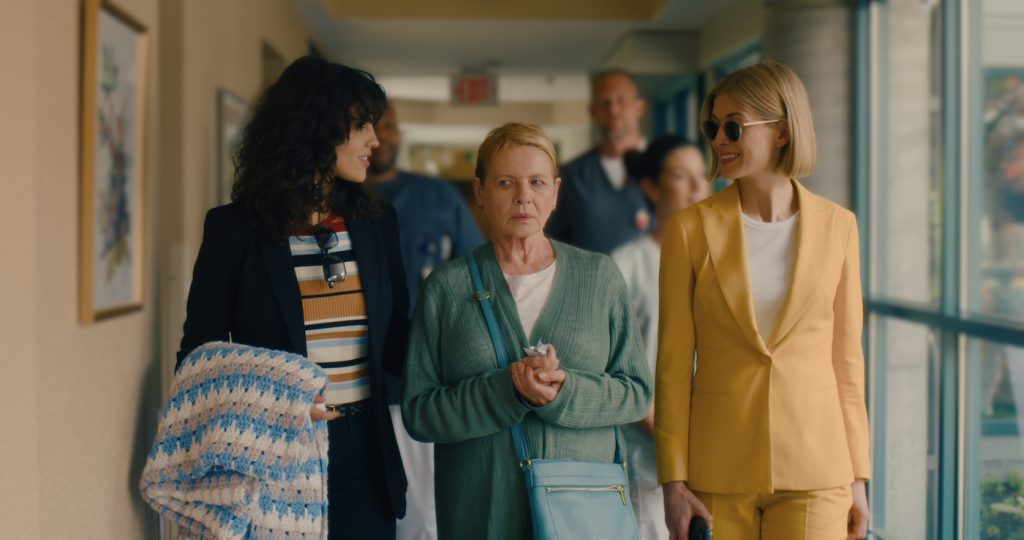 I CARE A LOT (L-R): EIZA GONZALEZ as FRAN, DIANNE WIEST as JENNIFER, ROSAMUND PIKE as MARLA. SEACIA PAVAO/NETFLIX © 2021