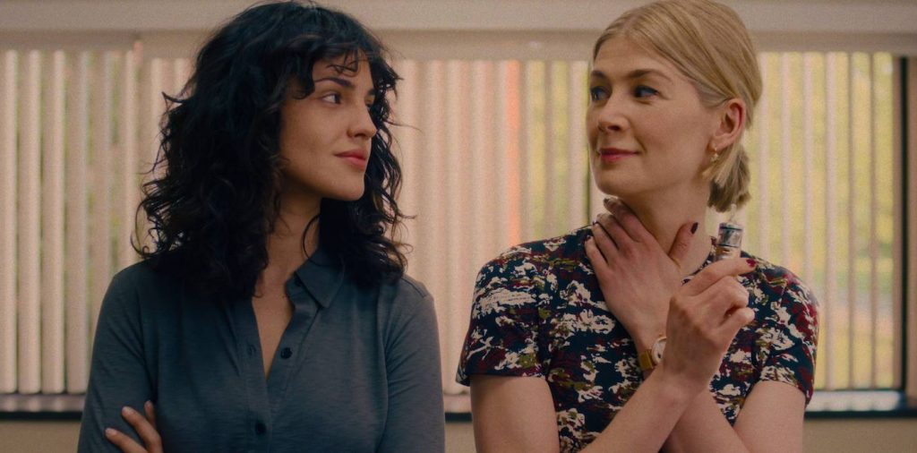 Eiza González as Fran and Rosamund Pike as Marla. Credit: Netflix.