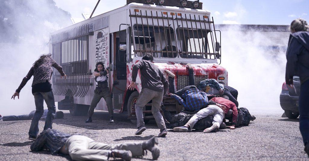 ARMY OF THE DEAD (L to R) ANA DE LA REGUERA as CRUZ in ARMY OF THE DEAD. Cr. CLAY ENOS/NETFLIX © 2021
