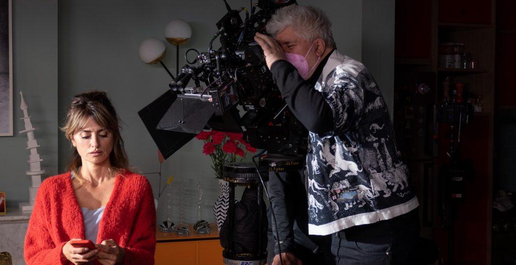 Penélope Cruz and director Pedro Almodóvar on set of