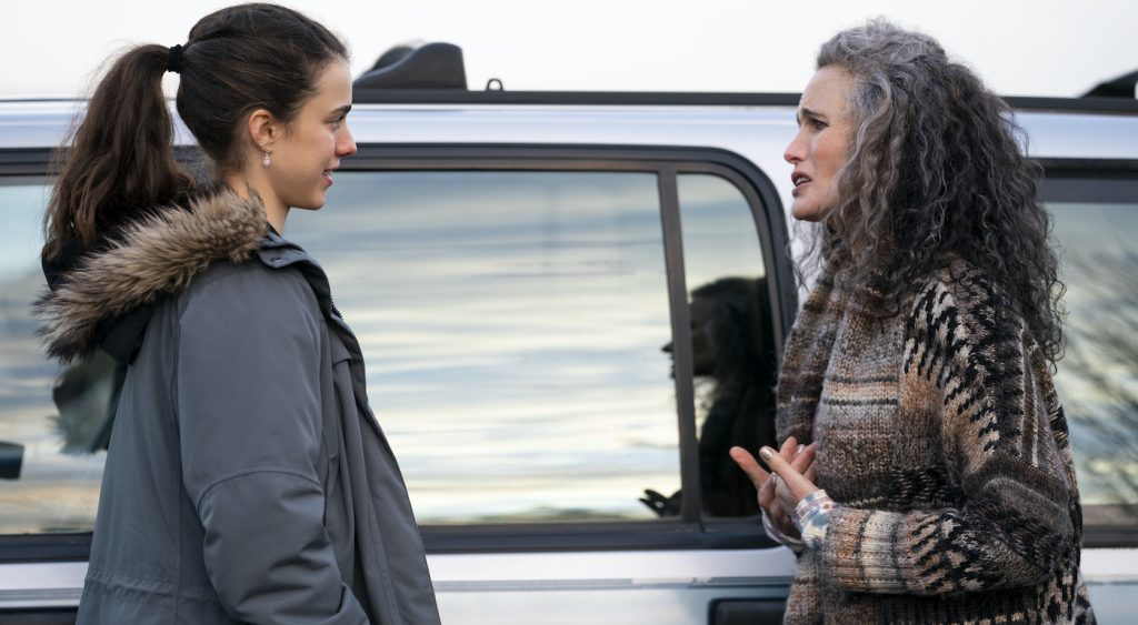 MAID (L to R) MARGARET QUALLEY as ALEX and ANDIE MACDOWELL as PAULA in episode 106 of MAID Cr. RICARDO HUBBS/NETFLIX © 2021